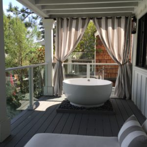 love the balcony bathtub!